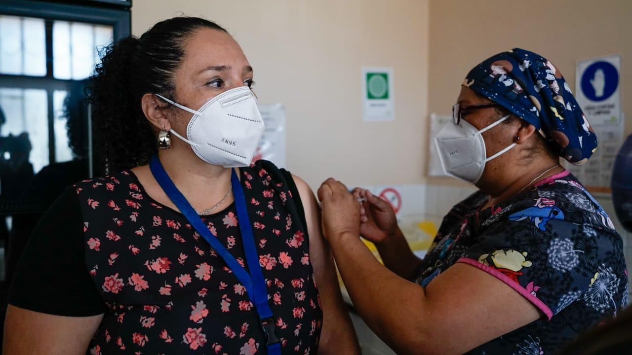 Funcionarios de la Salud Municipal fueron inmunizados con la primera dosis de la vacuna contra el COVID-19